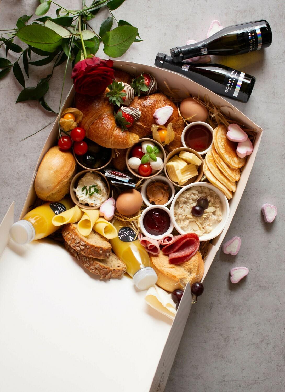 Frühstücks-Valentinstagsbox mit Sekt