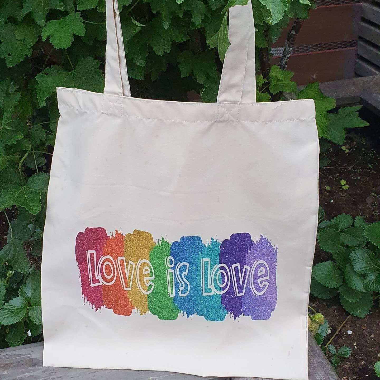 """Handlenett """"Love is love"""""""