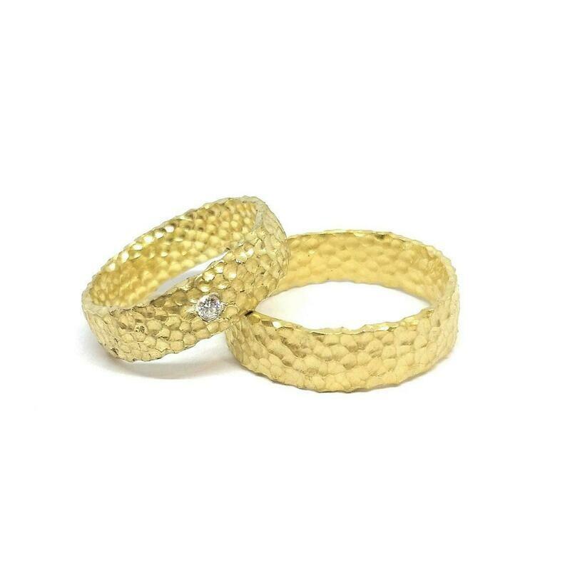 Exklusiv Handarbeit Trauringe aus 750er oder 585er Gold mit Diamant Brilliant Hammerschlagstruktur