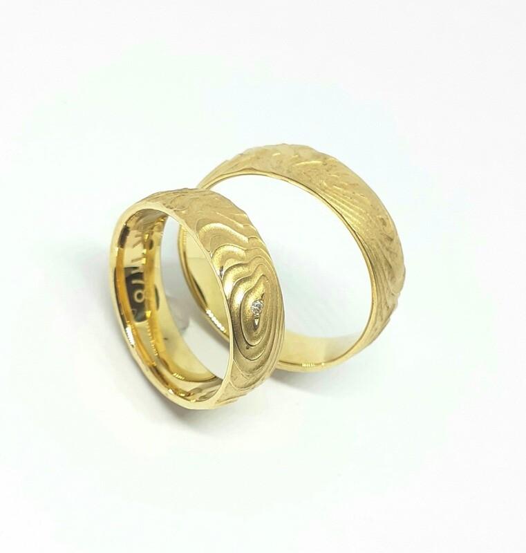 Trauringe aus 750er oder 585er Gold mit Wellen -Struktur