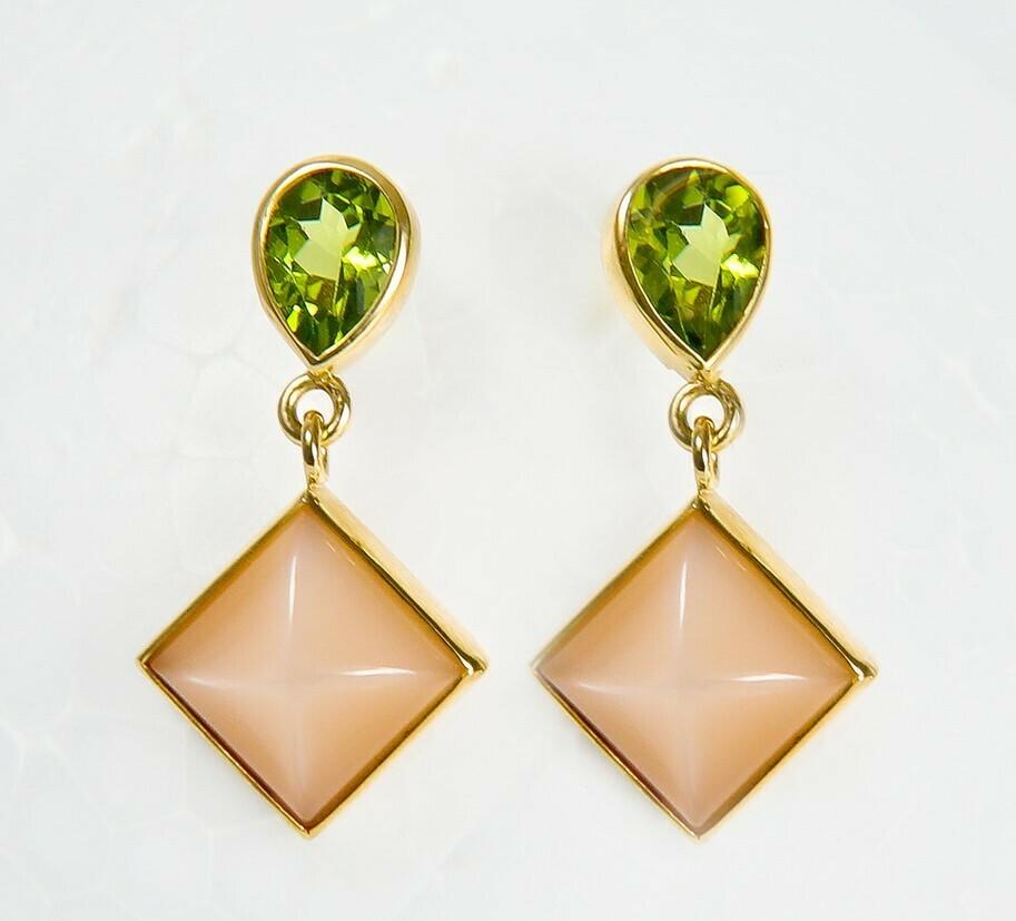 Ohrhänger aus 750er Gelbgold Peridot & Mondstein