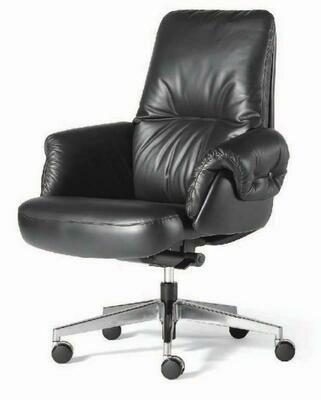 Boss Chair Medium with wheels (Black)