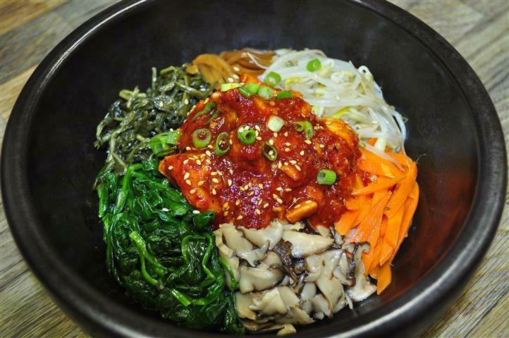 B9. Spicy Chicken Bi Bim Bap (닭비빔밥)