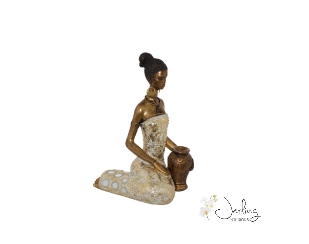 Mfunte Lady Sitting