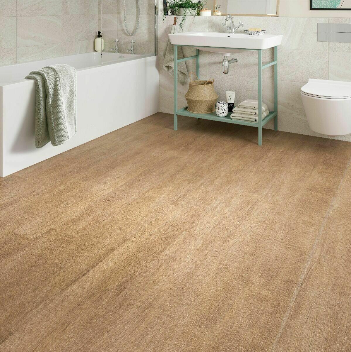 Warm Maple ClicLux LVT Flooring 121.9 cm  x 17.7 cm