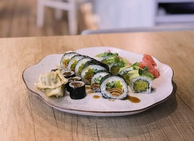 VEGE OSAKA 14 szt. vege sushi + 2 szt. gyoza