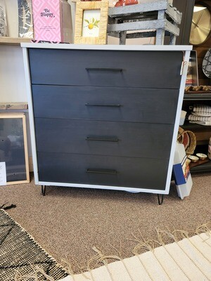 Black drawer dresser