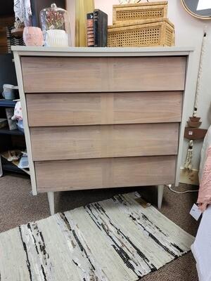 MCM Ashwaghanda Dresser
