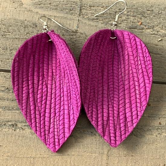 Med. Single Leather Earrings