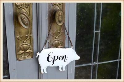 Peacock Park 18ET751 Enamel Pig Open/Closed Sign