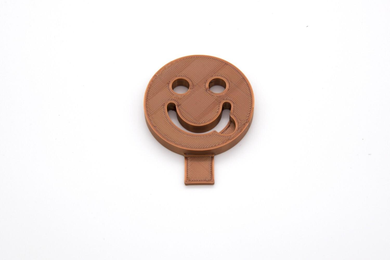 Smiley met tong