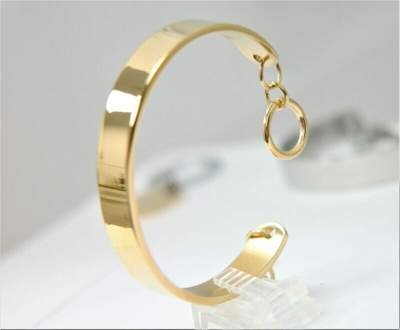 Beautiful personalized 10mm stainless steel bracelet with elegant closure