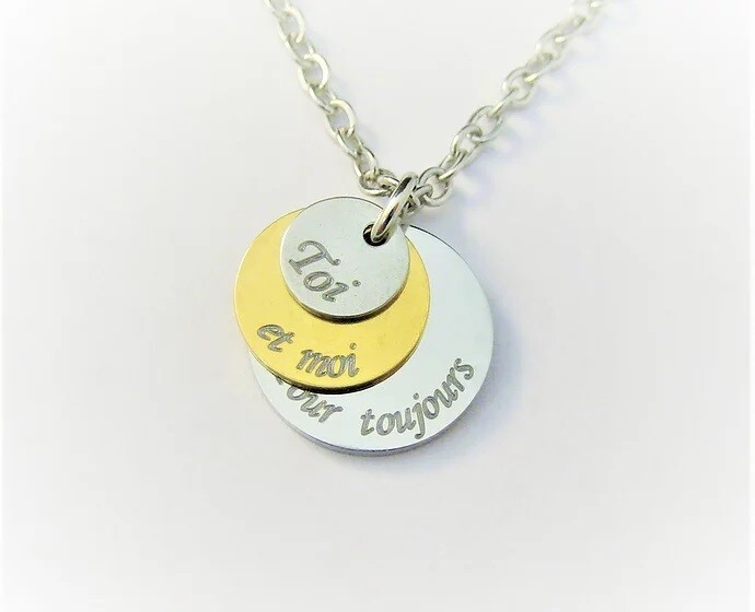 Tri-medallion trendy personalized pendant necklace