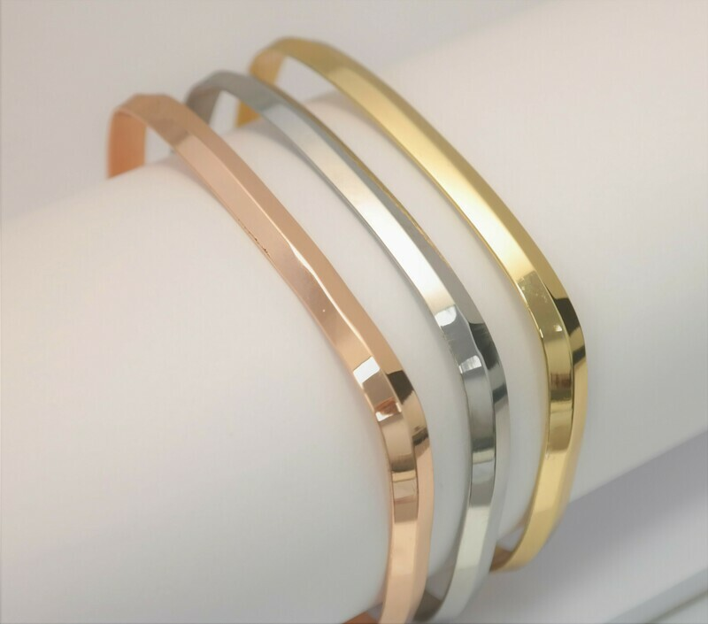 Original personalized rectangular bracelet available in three beautiful colours