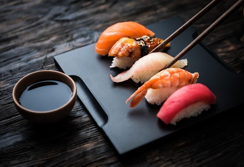 Суши лосось