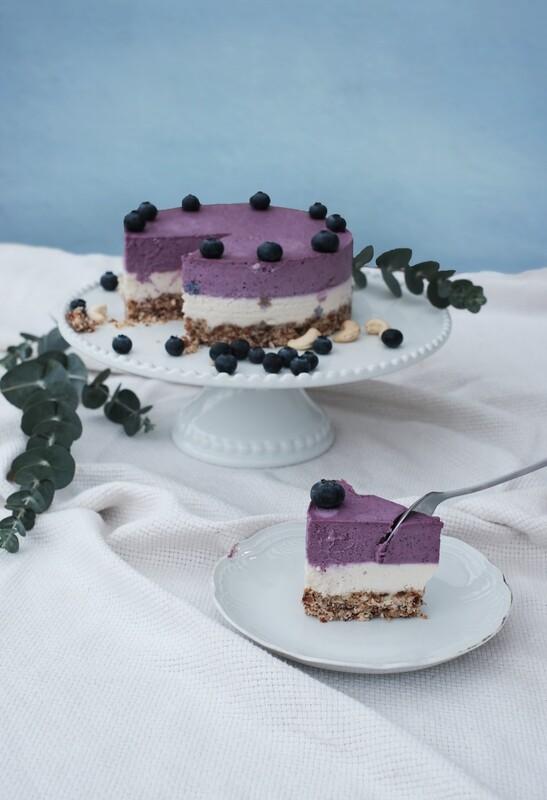 Blueberry-lemon cashewcake