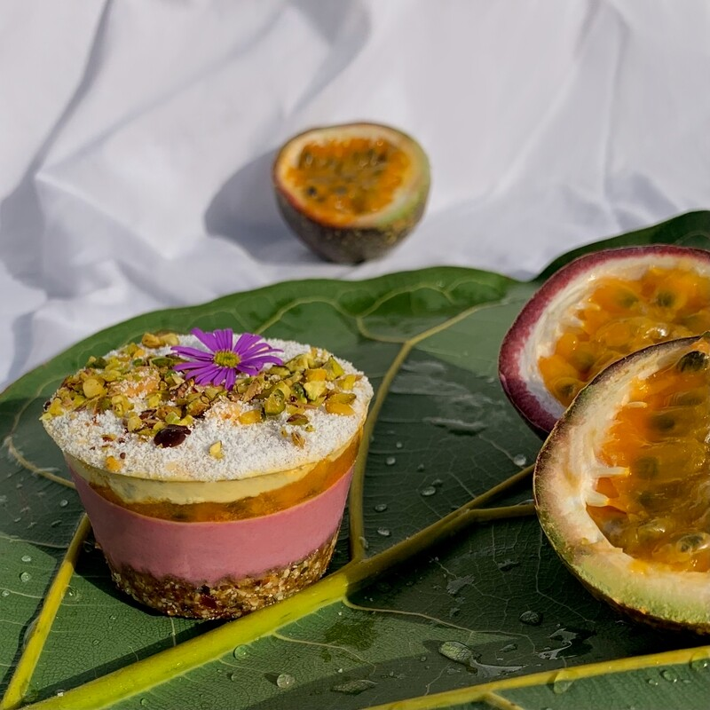 Тропический капкейк (малина - маракуйя)