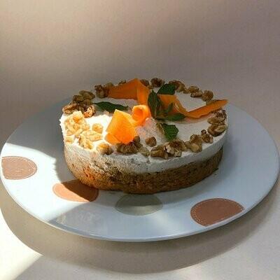 Сыроедческий морковный пирог