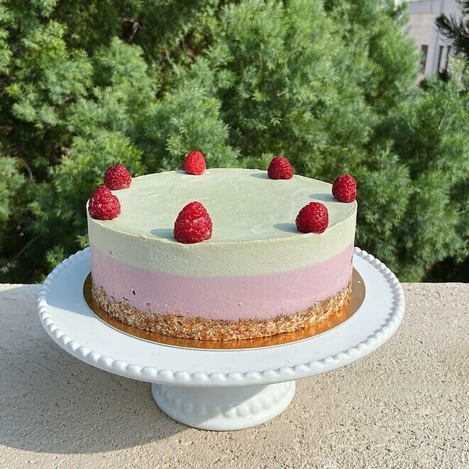 Raspberry - matcha cashewcake