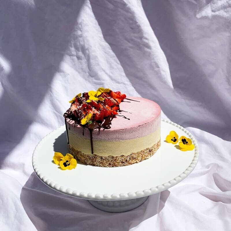 Mango cake with berry filling