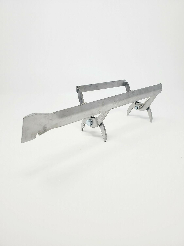 Lève-cadre en métal avec outil de ruche