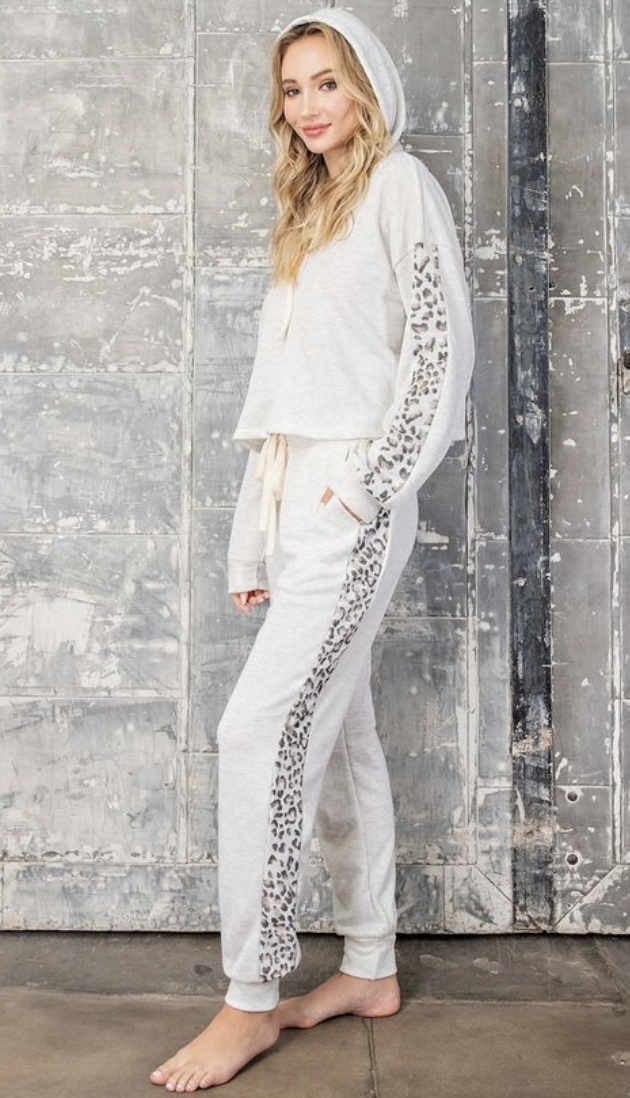 eesome: white cheetah lounge pant