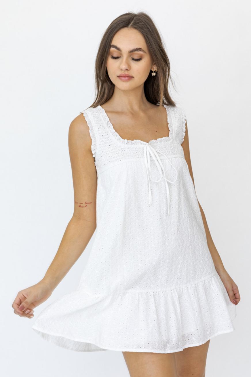 Lelis: White Sleeveless Dress