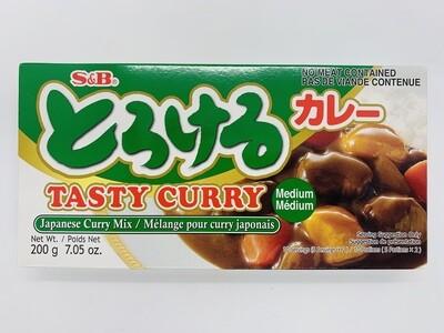 S&B Torokeru Curry Med 200g