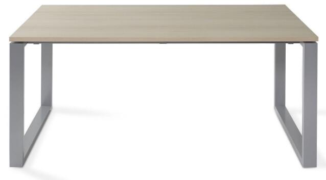 Mesa SKA de 140x80cm sobre color olmo y patas grises.