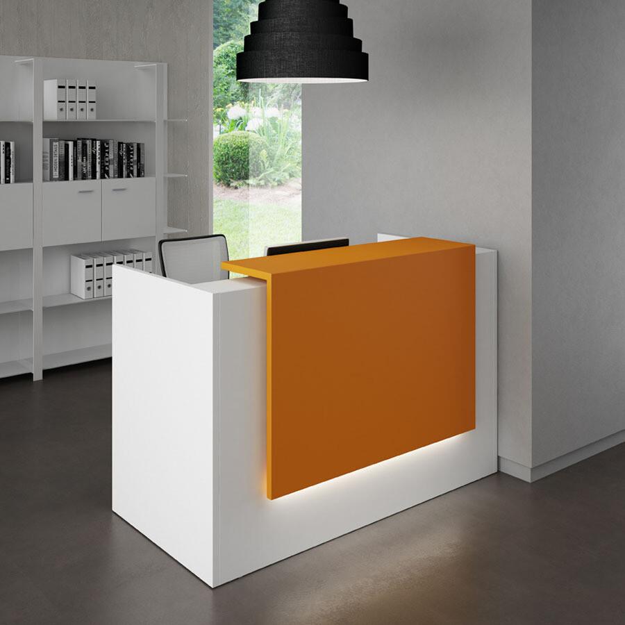 Mostrador Z2 con mesa, medidas 166cm ancho x 113cm altura repisa x 88cm fondo. Aplique decorativo lacado de 120cm ancho. Led opcional en aplique.