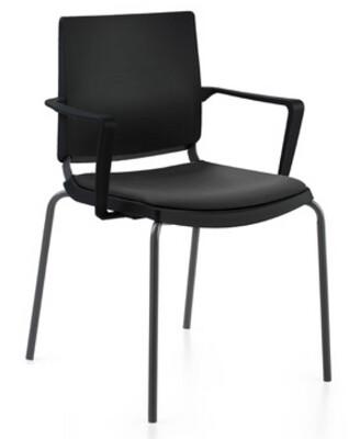 Silla Atenea de polipropileno negro, con brazos y estructura negra. Asiento tapizado negro.