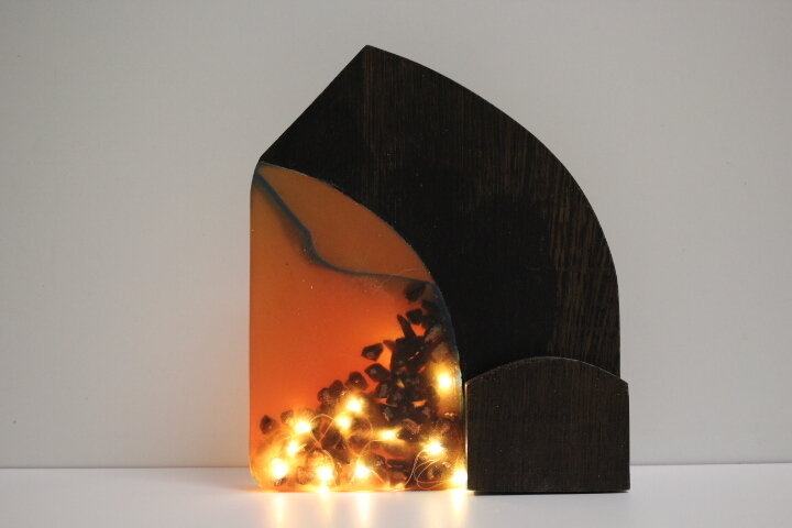 Lampada led in legno e resina epossidica