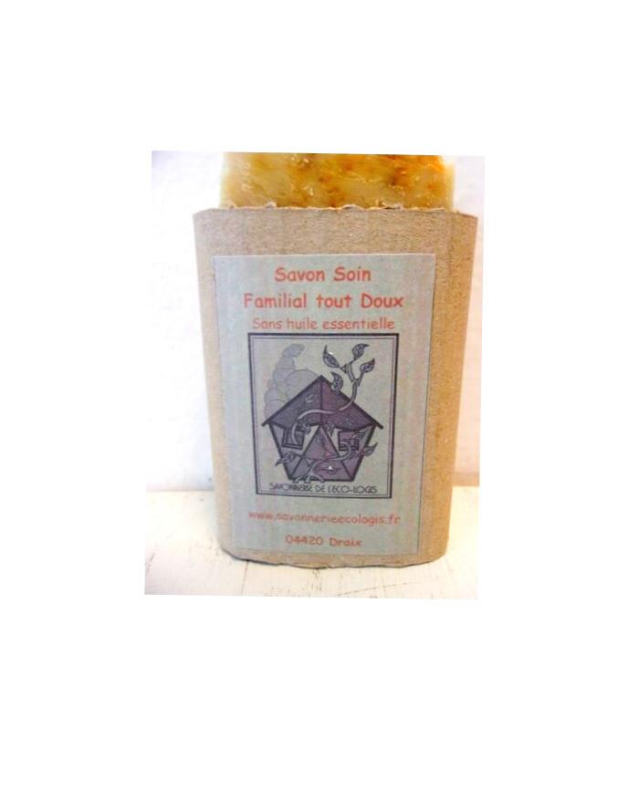 Savon soin BIO surgras Familial tout doux  Douceur et générosité caractérisent c'est un savon de grande qualité.   au miel et cire d'abeille surgras adapté à toute la famille.