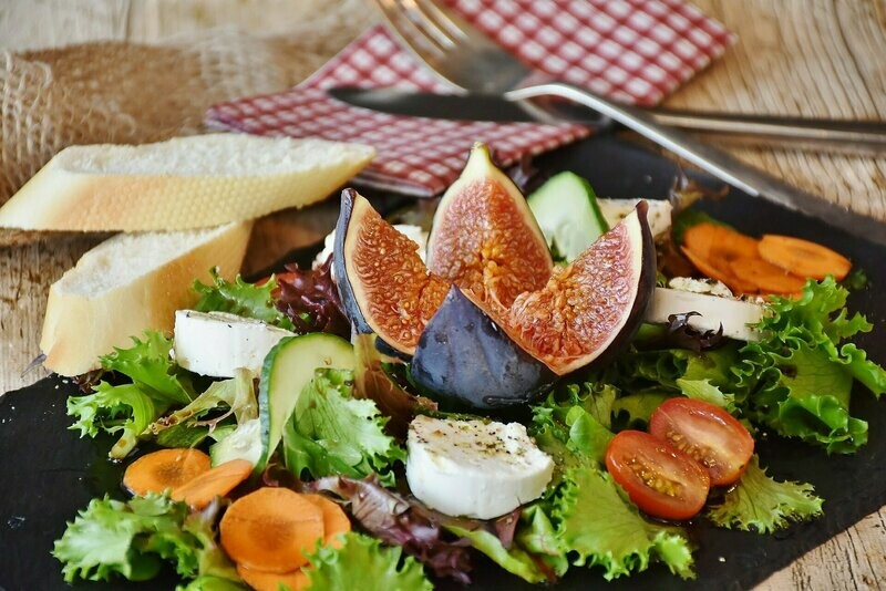 ОБРАЗЕЦ. Салат со свежим инжиром и сыром