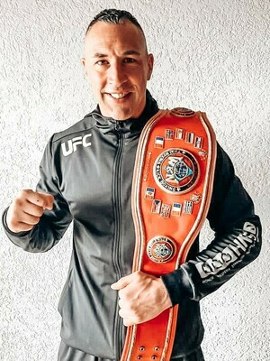 Self Défense cours privé 1h. Apprenez à vous défendre avec un champion du monde!