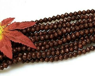 Semini di legno marrone