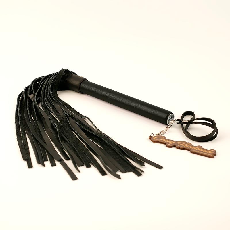 Плеть из натуральной кожи с черной ручкой