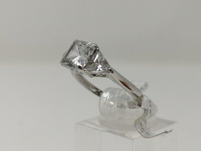9ct Gold Ring 375 White Ladies Cz