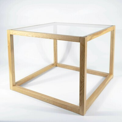 Mesa quadrada em vidro e madeira