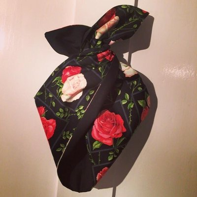Red rose on blk hairband