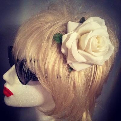 White rose hairflower