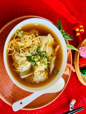 Potage aux raviolis chinois