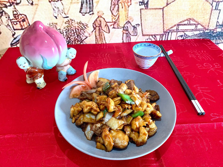Poulet aux huit délices (poulet - scampis - bœuf)