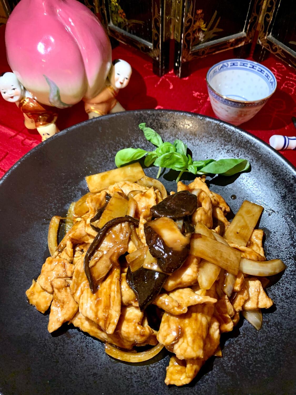 Porc sauté aux bambous et champignons chinois