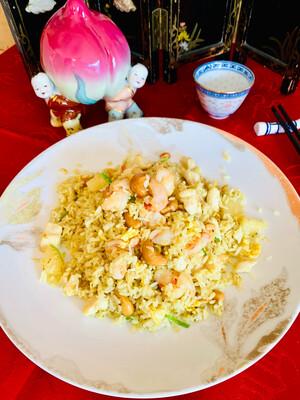 Riz sauté façon thaï (poulet, scampis & ananas)
