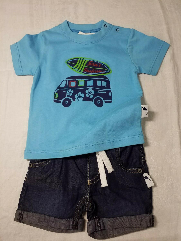 Ensemble short jeans et tee shirt bleu imprimé van avec planche Stummer