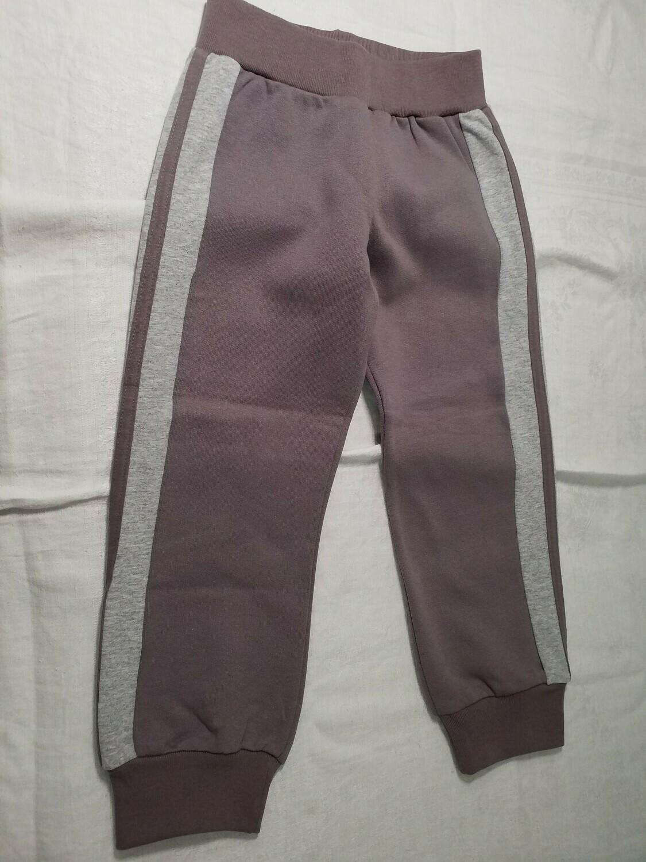 Pantalon jersey taupe avec ligne grise sur le côté