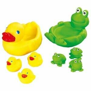 Famille canard et grenouille pour le bain