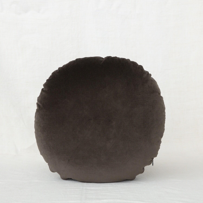 fig and honey Cotton Velvet round cushion - Sable