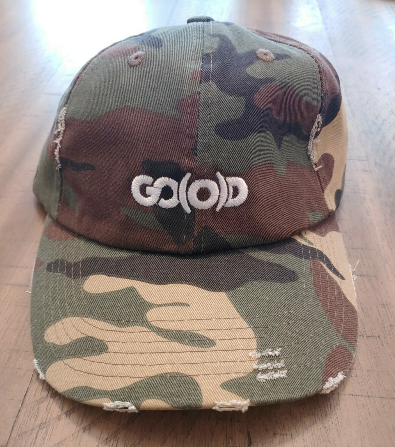 GO(O)D Distressed Dad Hat-camo/white